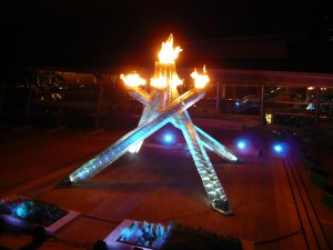 Olympic_Flame_of_Vancouver_2010_Olympics_(night)